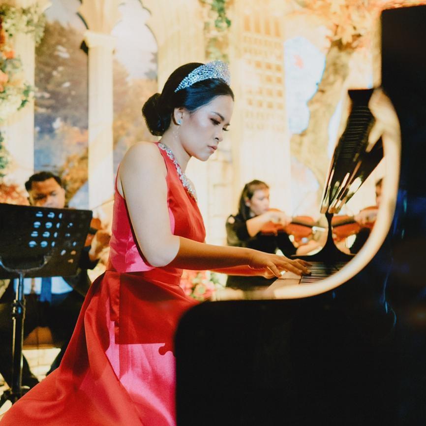 Ms Dessy - Piano Teacher